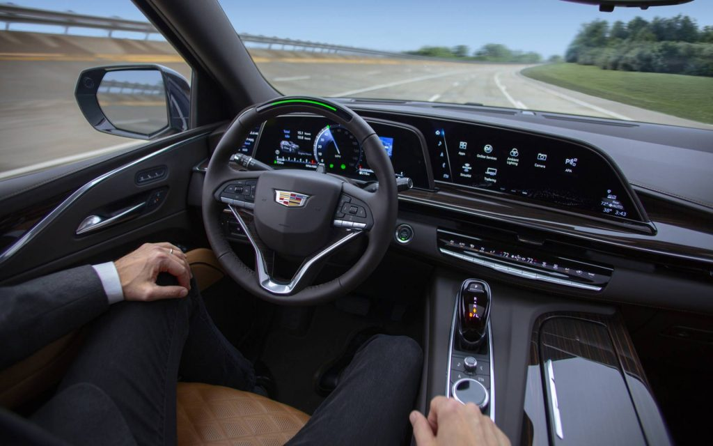 Super Cruise Plus en un Cadillac