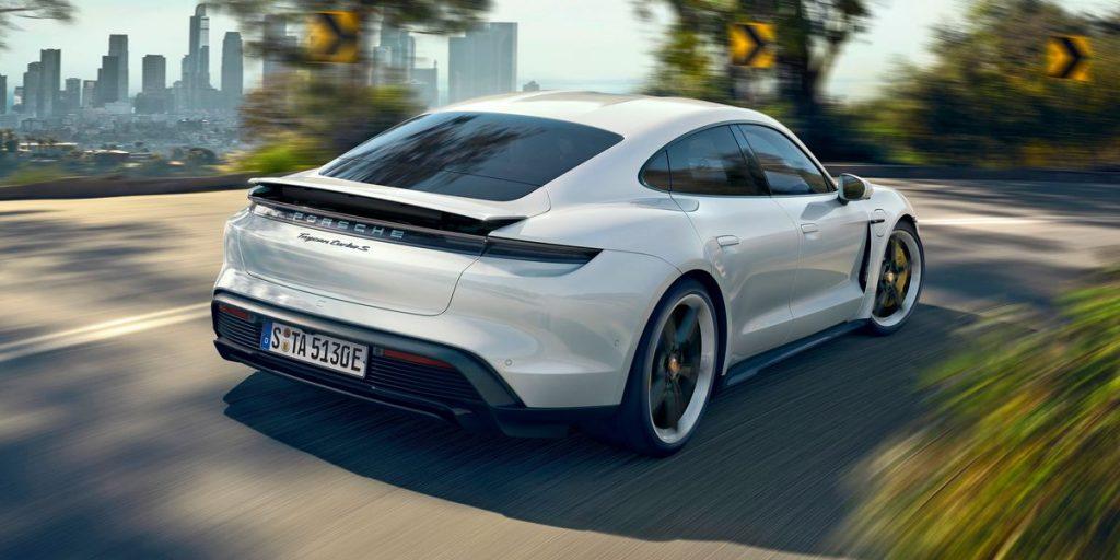 Porsche Taycan Turbo eléctrico blanco