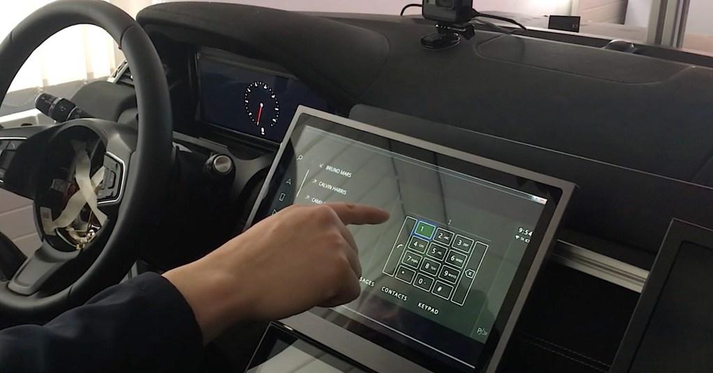 Jaguar-Land Rover desarrolla una pantalla tactil sin contacto